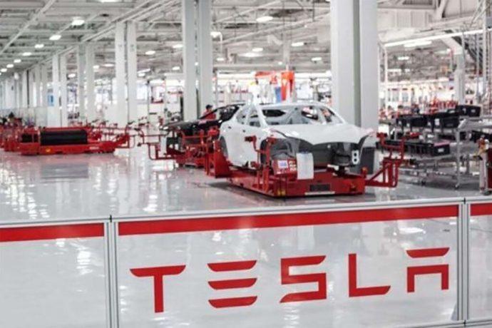 Tesla deberá pagar a un exempleado afroamericano 137 millones de dólares; fue víctima de racismo