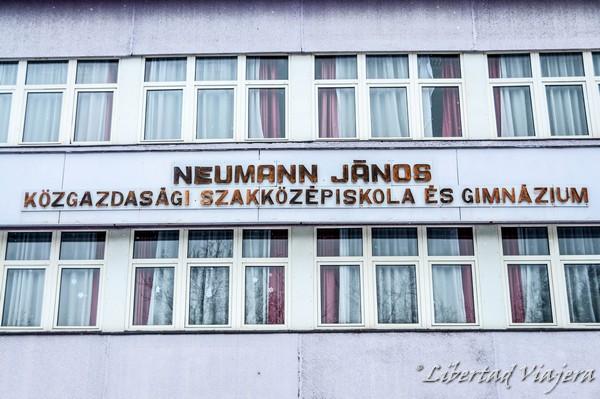Neumann János Középiskola. ¿Qué diablos está haciendo Jack?