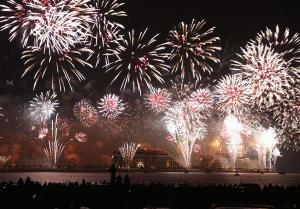 2013_dubai_fireworks_reuters