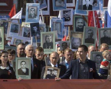 Putin beim Marsch des Regiments der Unsterblichen am Tag des Sieges, 9.5.2015, Foto: NickolayV/Shutterstock