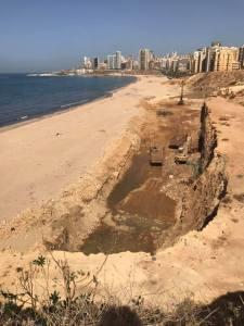 L'excavation montre un terrain sablonneux où l'eau ne cesse de rejaillir [Photo prise il y a une semaine]