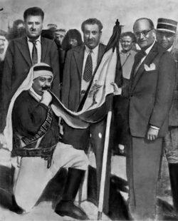 L'Emir Majid el Arslan prêtant allégeance du Drapeau du Liban lors de l'Indépendance du Pays des Cèdres