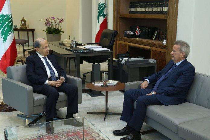 Le Président de la République en compagnie du gouverneur de la Banque du Liban Riad Salamé. Source: Twitter