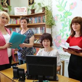 Плодотворно и креативно работают работники Поставской детской библиотеки им. В. Дубовки