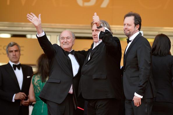 Sepp Blatter, Gérard Depardieu és Frédéric Auburtin, a film rendezője, fifa