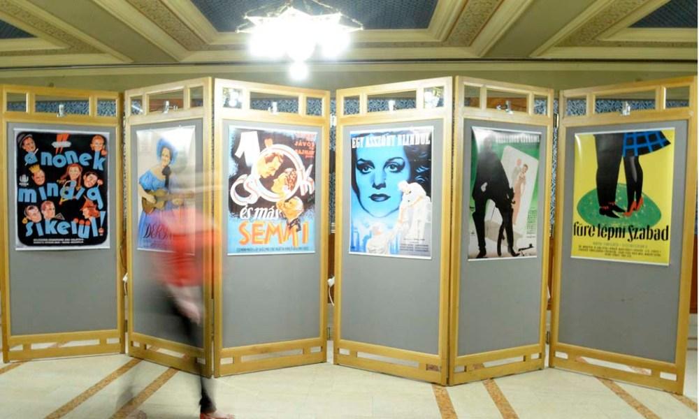 Plakátok a Tolnay Klári születésének centenáriuma alkalmából zajló emlékév keretében nyílt kiállításon Budapesten, az Uránia Nemzeti Filmszínházban 2014. május 29-én. MTI Fotó: Soós Lajos