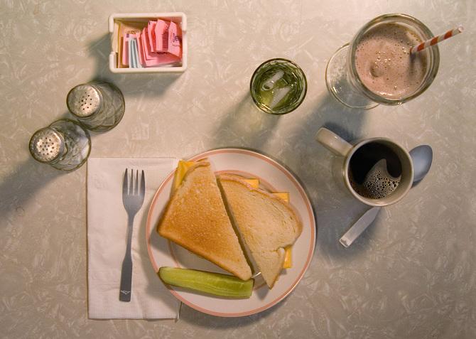 Ha el is megyek valahová, rendszerint sajtos szendvicset és tejeskávét eszem. Nem sok, de sok benne a vitamin. H. V. Caulfield, Holden Vitamin Caulfield. (J.D. Salinger: Zabhegyező)  - ételek