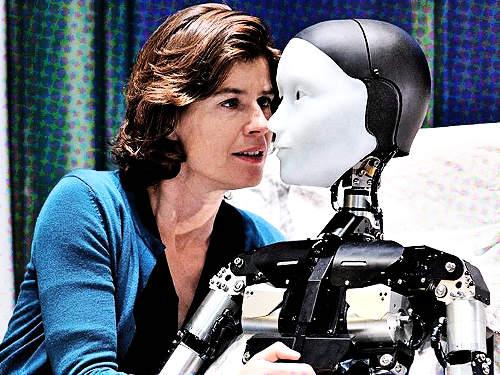 Képes egy humanoid robot svábbogárrá változni?
