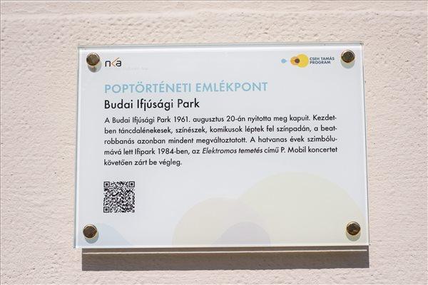 A Budai Ifjúsági Park emléktáblája. Fotó: Marjai János (MTI)