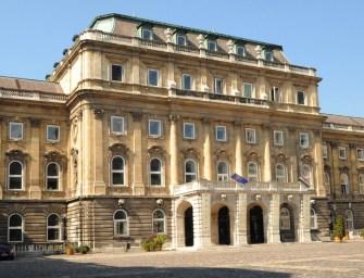 A Nemzeti Múzeum mögé költöztethetik a Várból kidobott Széchényi Könyvtárat