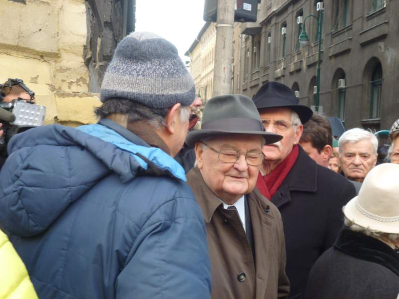 Nagyjából fél órás várakozás után Boross Péter kijött a Páva utcából....