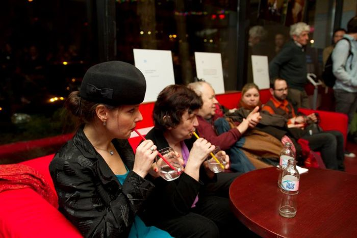 Karafiáth Orsolya mellett Marika, az egyik támogatott