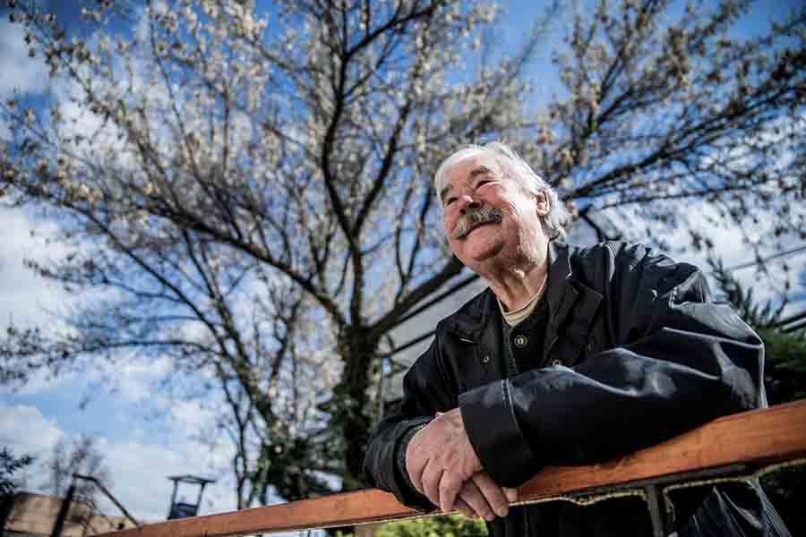 Budapest, 2016. április 2. A 80 éves Csukás István Kossuth-díjas magyar költő, író 2016. március 29-én egy budapesti kávézóban, ahol interjút adott az MTI újságírójának. MTI Fotó: Balogh Zoltán