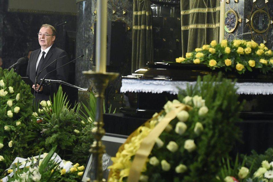 Kovács Géza, a Nemzeti Filharmonikusok főigazgatója búcsúbeszédet mond.