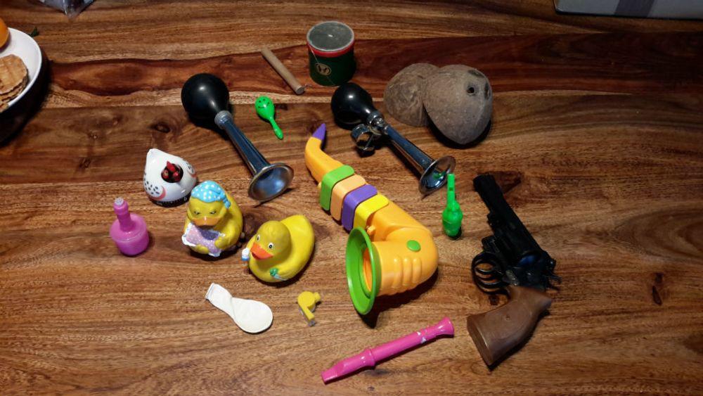 Kis válogatás a műben szereplő hangszerekből. A szerző fotója.