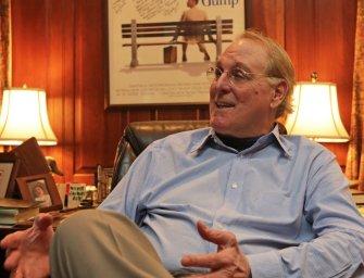 Briliáns módon élt bennem az El Paso története – interjú a Forrest Gump szerzőjével, Winston Groommal