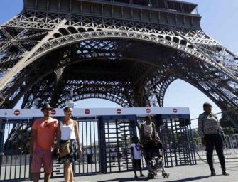 Golyóálló üvegfalat építenek az Eiffel-torony köré