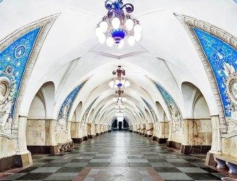 Lélegzetelállító márványpaloták kristálycsillárokkal Moszkva mélyén