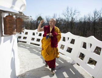 Tibeti szerzetesek imamalmokat szenteltek fel a Zalaszántón
