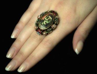 Elárverezik Picasso múzsájának engesztelő gyűrűjét