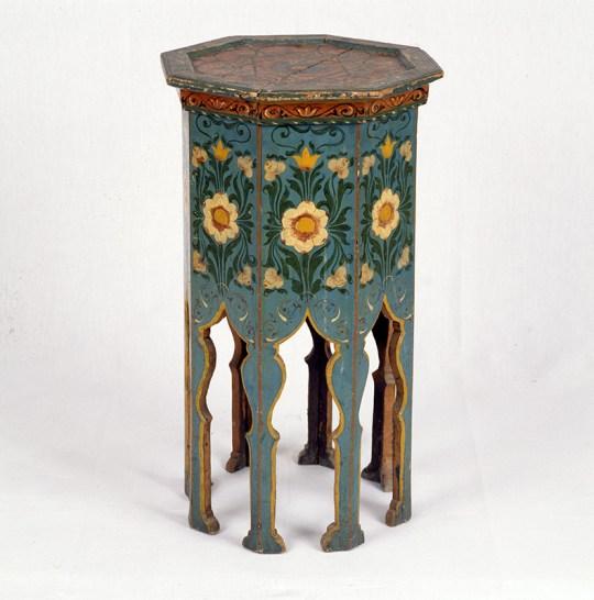 Algériából származó festett asztal, 19. századnál korábbi alkotás