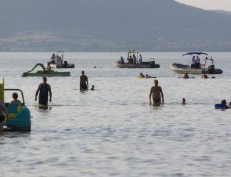A nap fotója: Vízimentők keresik a Balatonba fulladt fiút