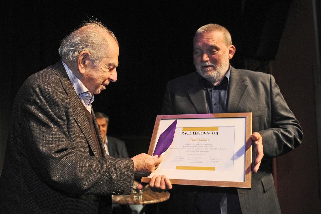 Visszaadta a Lendvai-díjat a Spinoza Háznak az újságíró Vona Gábor meghívása miatt