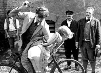 Sörgyári Capriccio, részlet a Menzel-filmből.