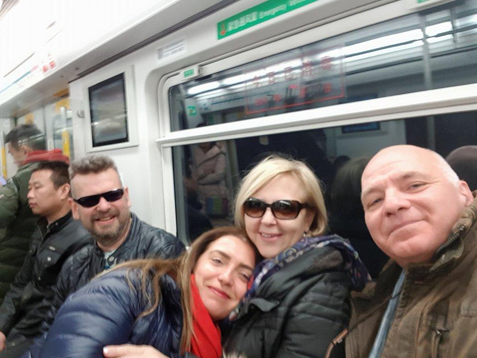 Reggeli metrózás Jaroslaw Pijarowskival és Nurduran Dumannal a Nyári Palotába