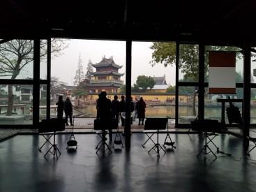 Tan Dun koncertterme, szemben Buddhista templom