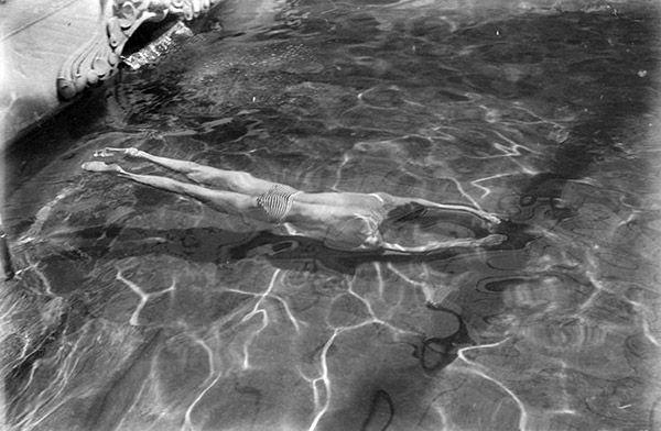 André Kertész Víz alatt úszó 1917 Az eredeti felvétel