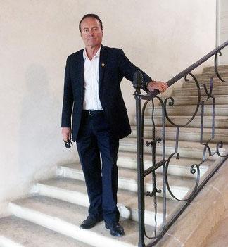 Guy de Saint-Roch en pied, ancien avocat, auteur