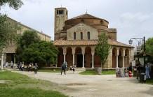 L'Église côtoyant La Basilique