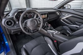 2017-chevrolet-camaro-ss-1le-cockpit
