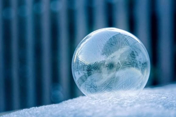 Burbuja de hielo en nieve