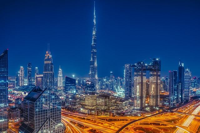 Residencia y constitución de sociedades en los Emiratos Árabes Unidos – Zonas francas y exenciones fiscales