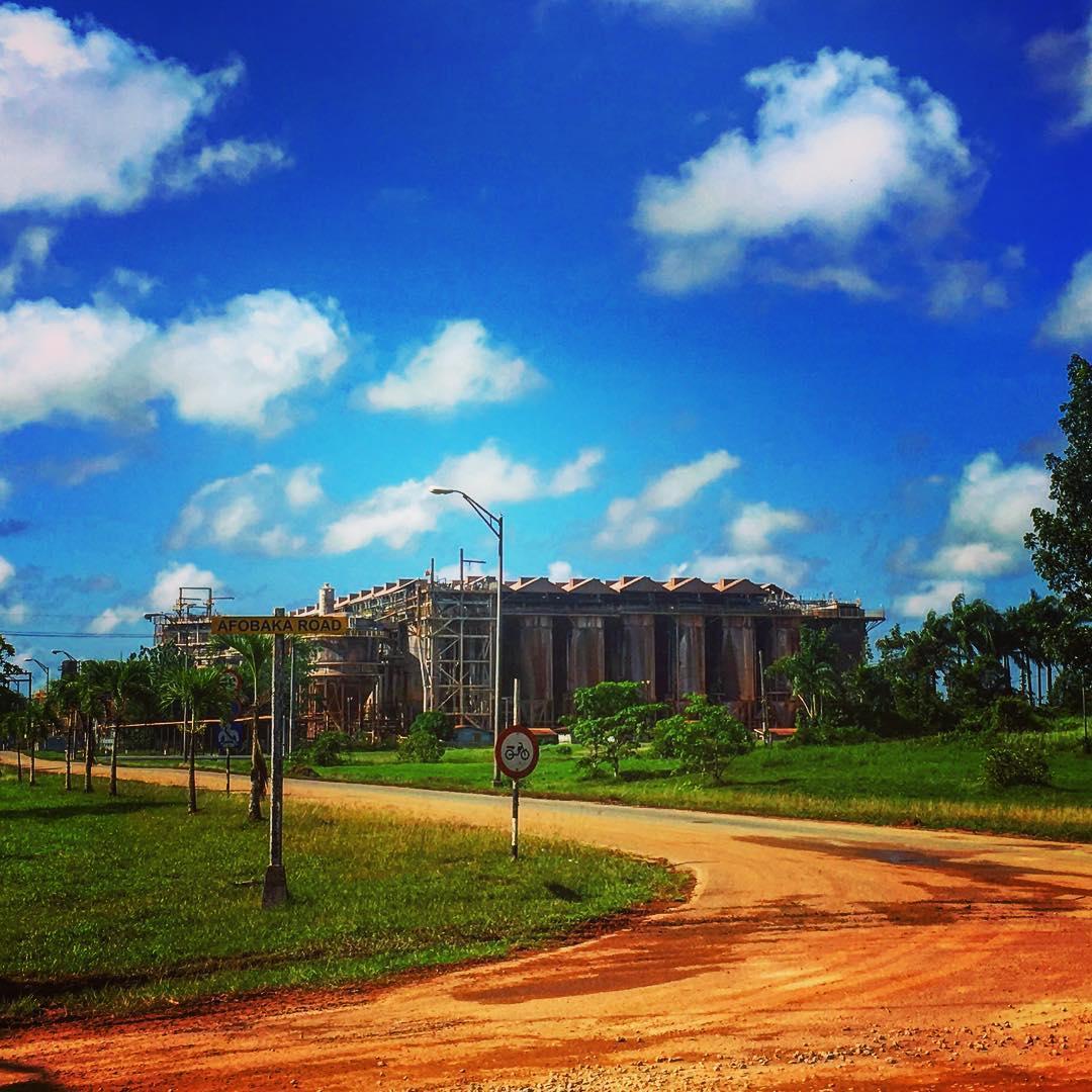 Près de Paranam, Suriname. L'ancienne usine Suralco.