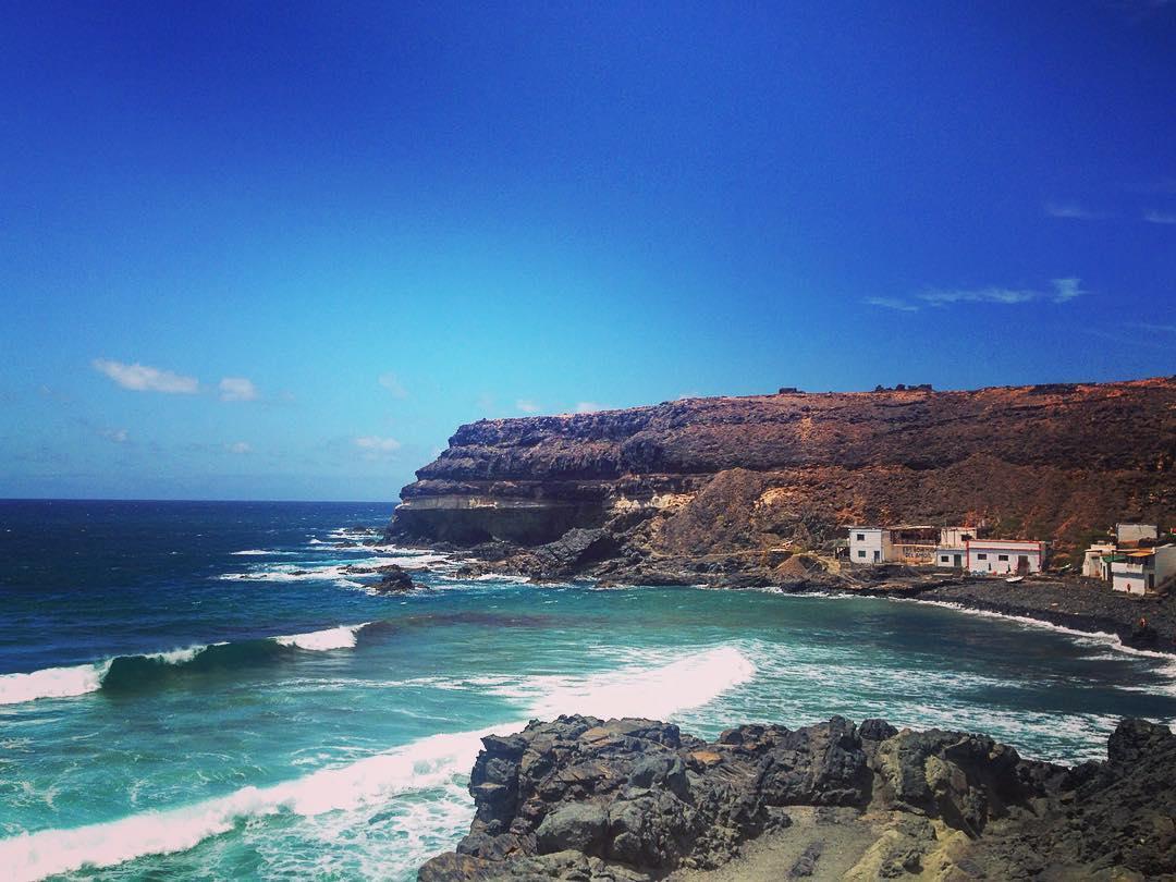 """Los Molinos, Île de Fuerteventura, Îles Canaries, Espagne. Los Molinos (""""les moulins"""") est un minuscule village de pêcheurs dans une anse protégée par deux falaises de roche volcanique."""