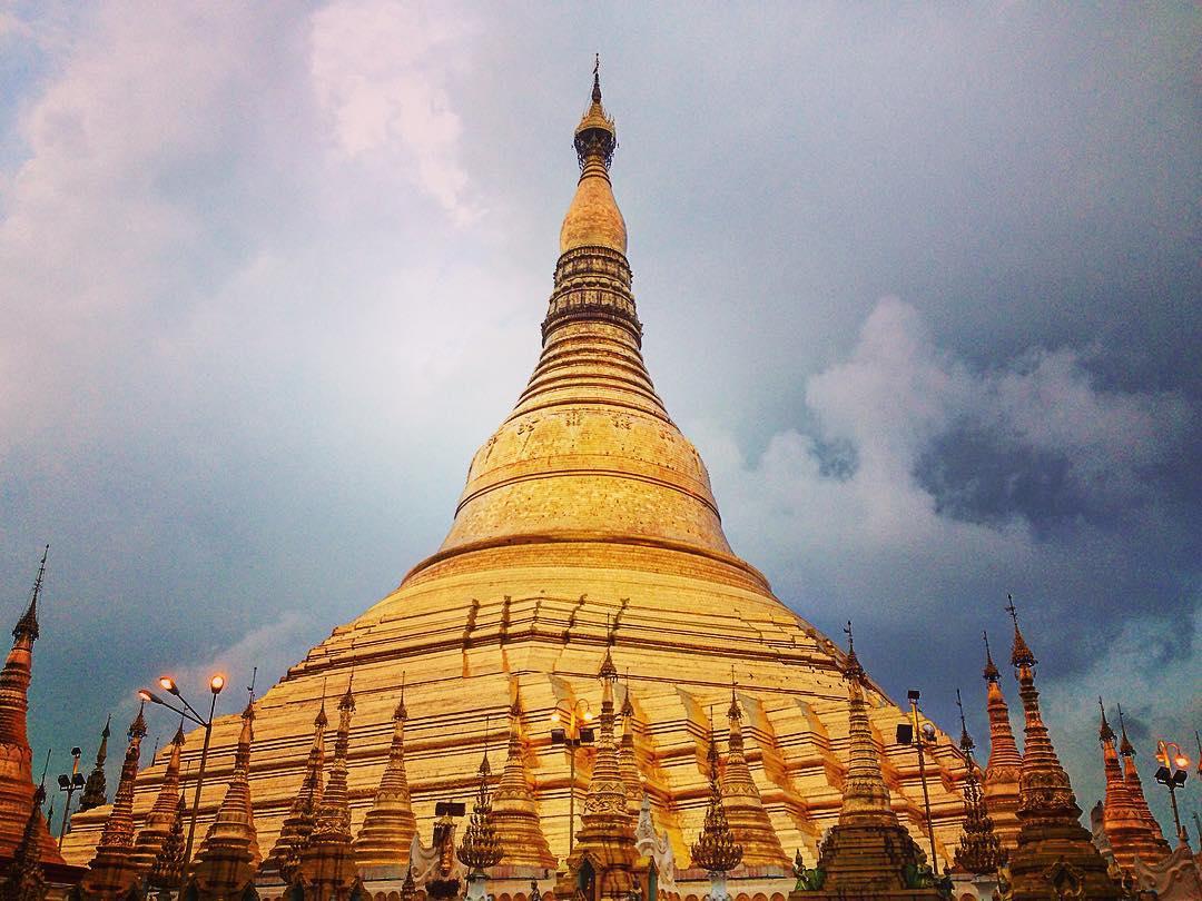 Rangoun, Birmanie. Pagode Shwedagon. L'endroit le plus saint de Birmanie et l'un des plus hauts lieux du Bouddhisme.