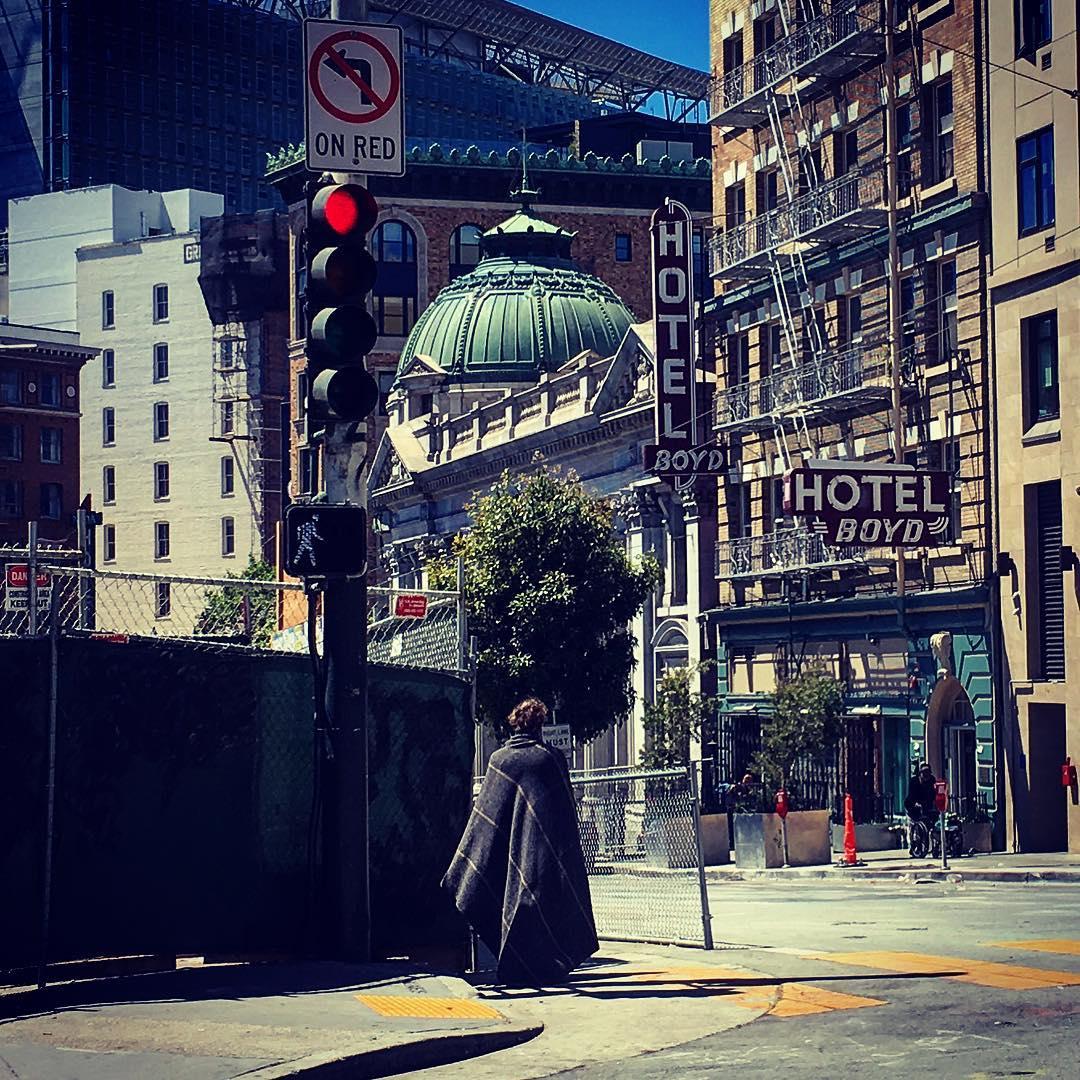 San Francisco, Californie, États-Unis d'Amérique. Affublés d'improbables haillons, ils constituent un peuple hagard et vaguement menaçant.