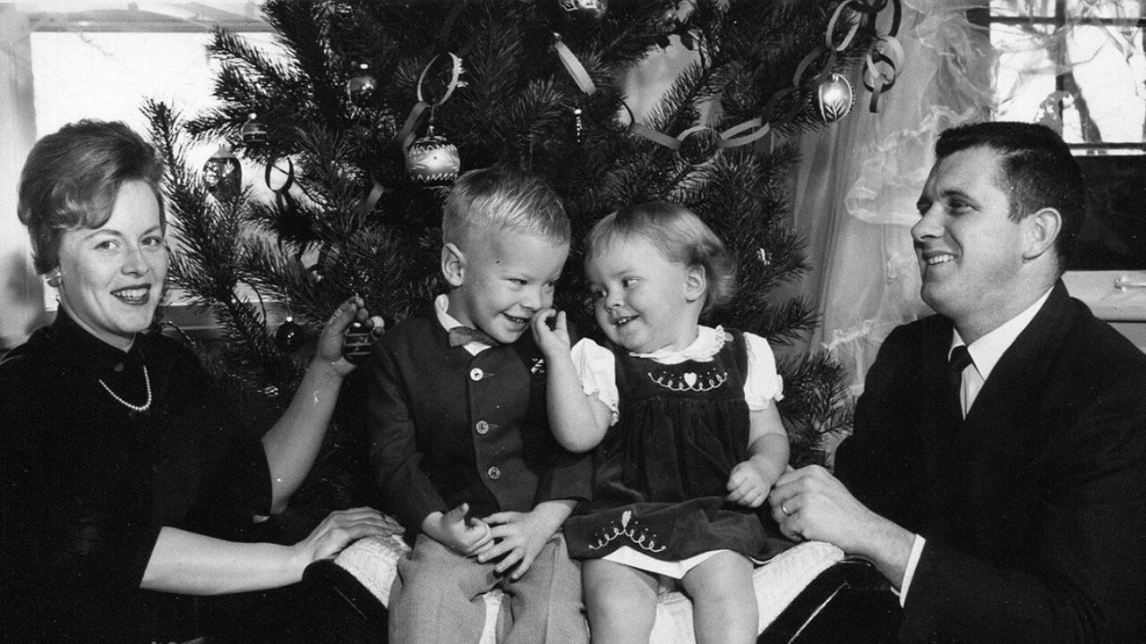 Non importa cosa trovi sotto l'. Natale In Famiglia Frasi Per Celebrare La Festa Simbolo Della Famiglia