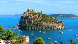 La vacanza sull'isola: uno dei momenti migliori di Storia del nuovo cognome