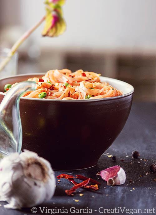 Tallarines con guisantes - Receta de la portada del libro Cocina Vegana