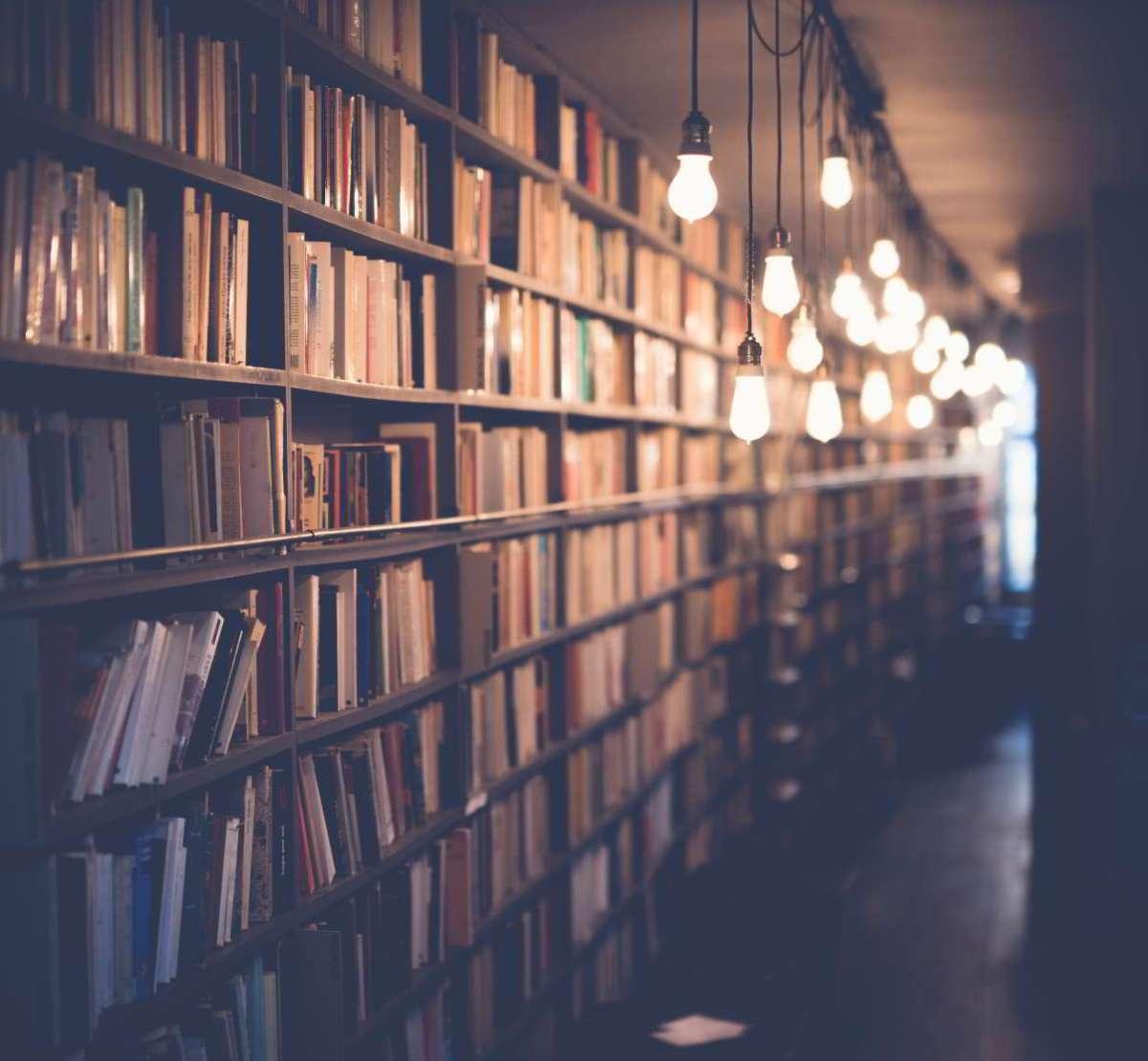 Repasamos la biblioteca en la sección de Psicología.