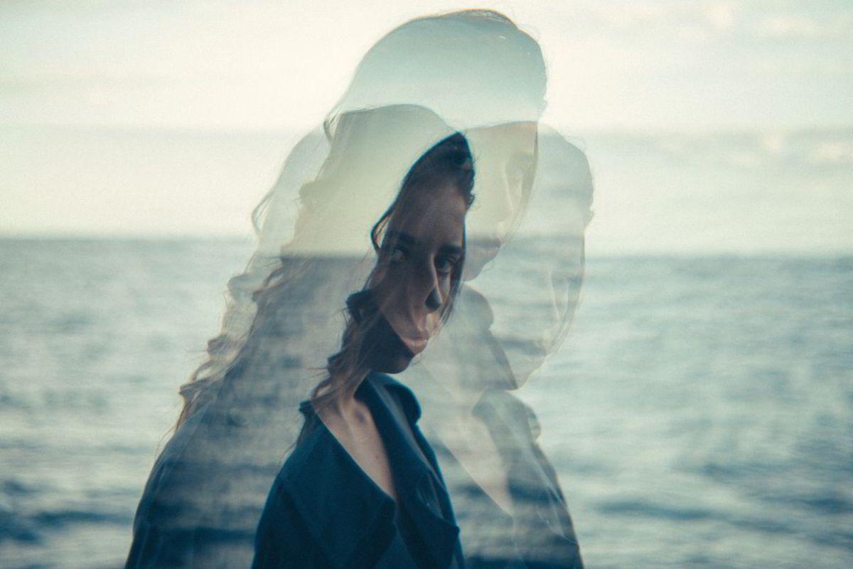Vision movimiento percepcion sensacion mar mujer