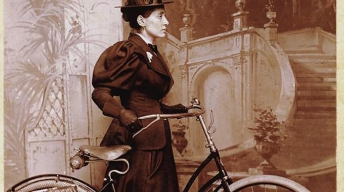 La primera mujer que dio la vuelta al mundo en bicicleta