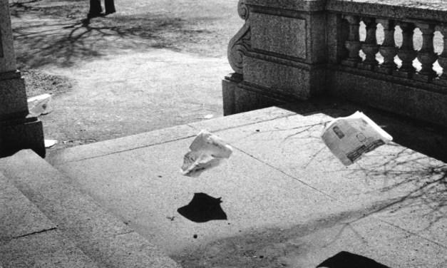 Yasuhiro Ishimoto, el fotógrafo que retrató las calles de Chicago y Tokio