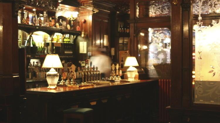 Los pubs de Rathbone place. Julian MacLaren-Ross
