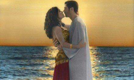 Youssef Nabil, la foto coloreada a mano que recuerda la época dorada del cine egipcio