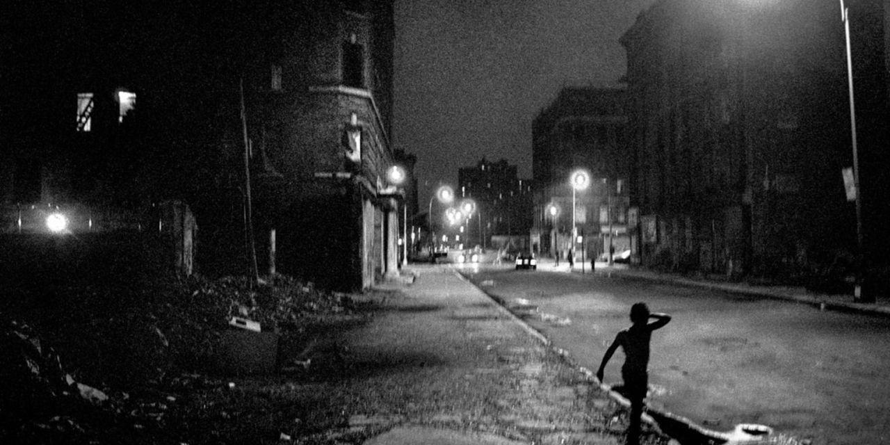 Ken Schles, un paseo nocturno por la ciudad invisible